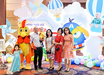 Nghệ sĩ Quốc Thuận tổ chức tiệc mừng thôi nôi con trai