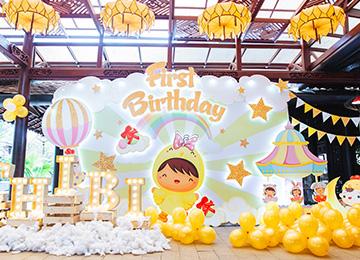 Trang trí sinh nhật bé An Hiên- chủ đề gà gold
