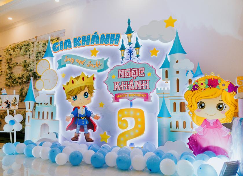 Trang trí sinh nhật cho bé sinh đôi- chủ đề Prince & Princess