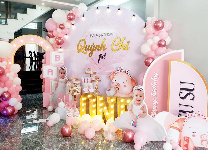 Trang trí sinh nhật màu hồng cho bé gái, trọn gói thiết kế decor sinh nhật bé gái